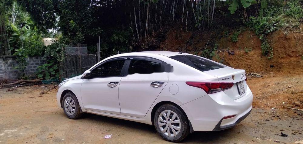 Bán Hyundai Accent đời 2018, màu trắng, chính chủ (8)