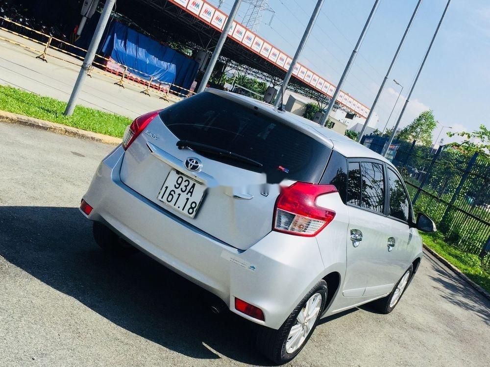 Cần bán lại xe Toyota Yaris AT đời 2017, màu bạc (3)