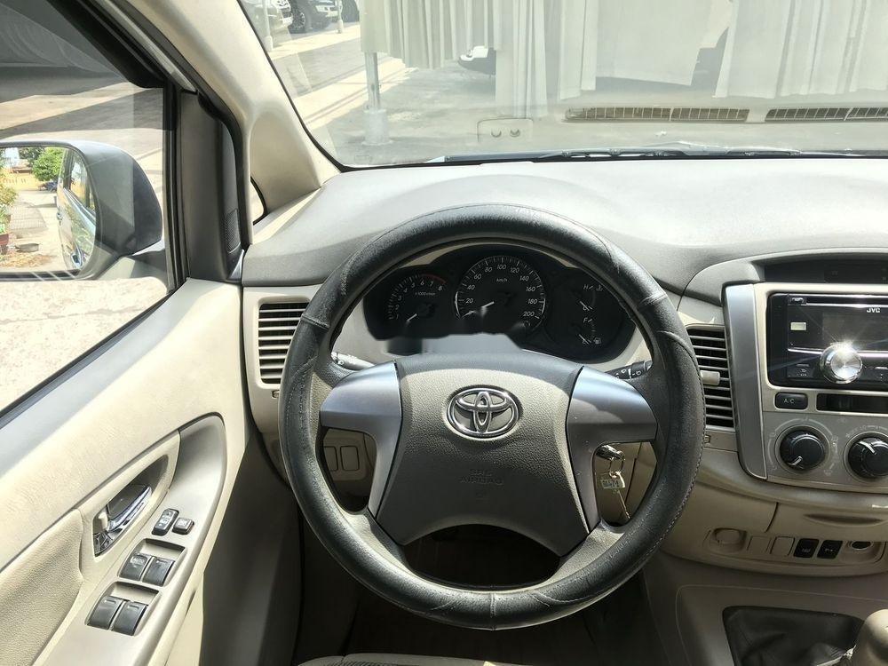 Cần bán xe cũ Toyota Innova sản xuất năm 2014, màu bạc, chính chủ (5)