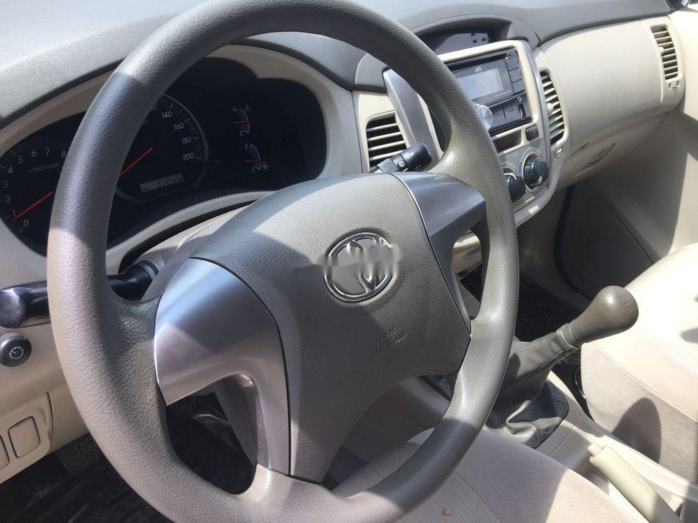 Cần bán xe Toyota Innova MT sản xuất 2016, màu bạc (6)