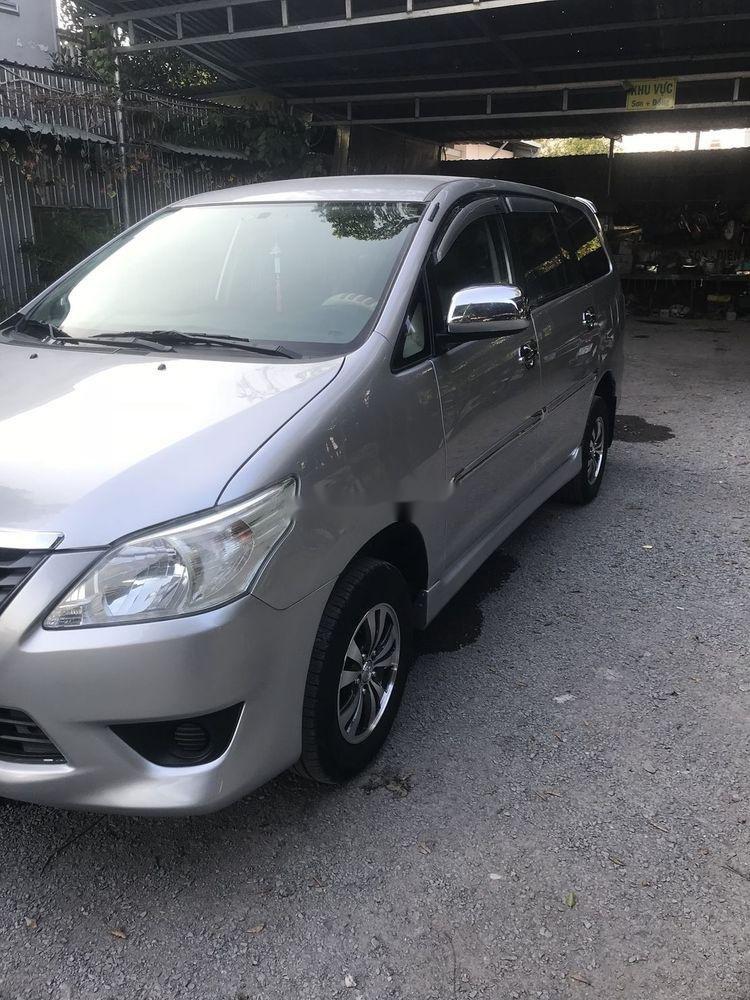Bán ô tô Toyota Innova sản xuất năm 2013, màu bạc, giá 385tr (1)