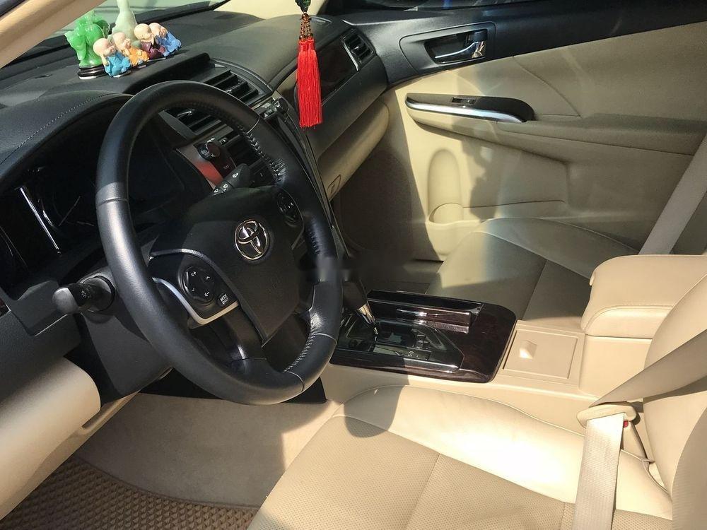 Cần bán Toyota Camry 2.0E sản xuất năm 2016, màu đen xe gia đình, 778 triệu (4)