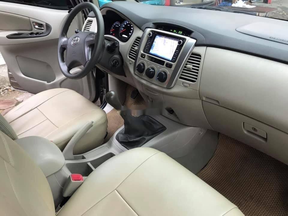 Cần bán lại xe Toyota Innova E sản xuất 2015, giá tốt (2)