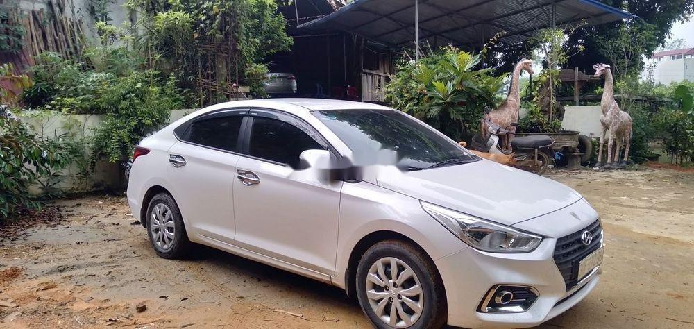 Bán Hyundai Accent đời 2018, màu trắng, chính chủ (1)