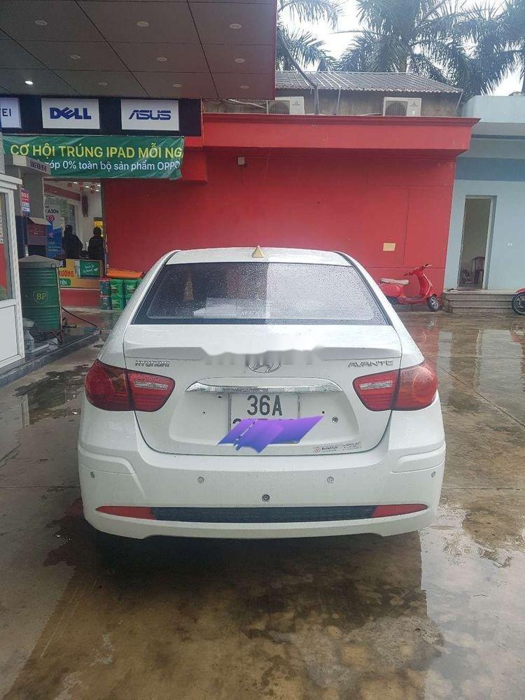 Cần bán lại xe Hyundai Avante đời 2011, màu trắng chính chủ, giá tốt (1)