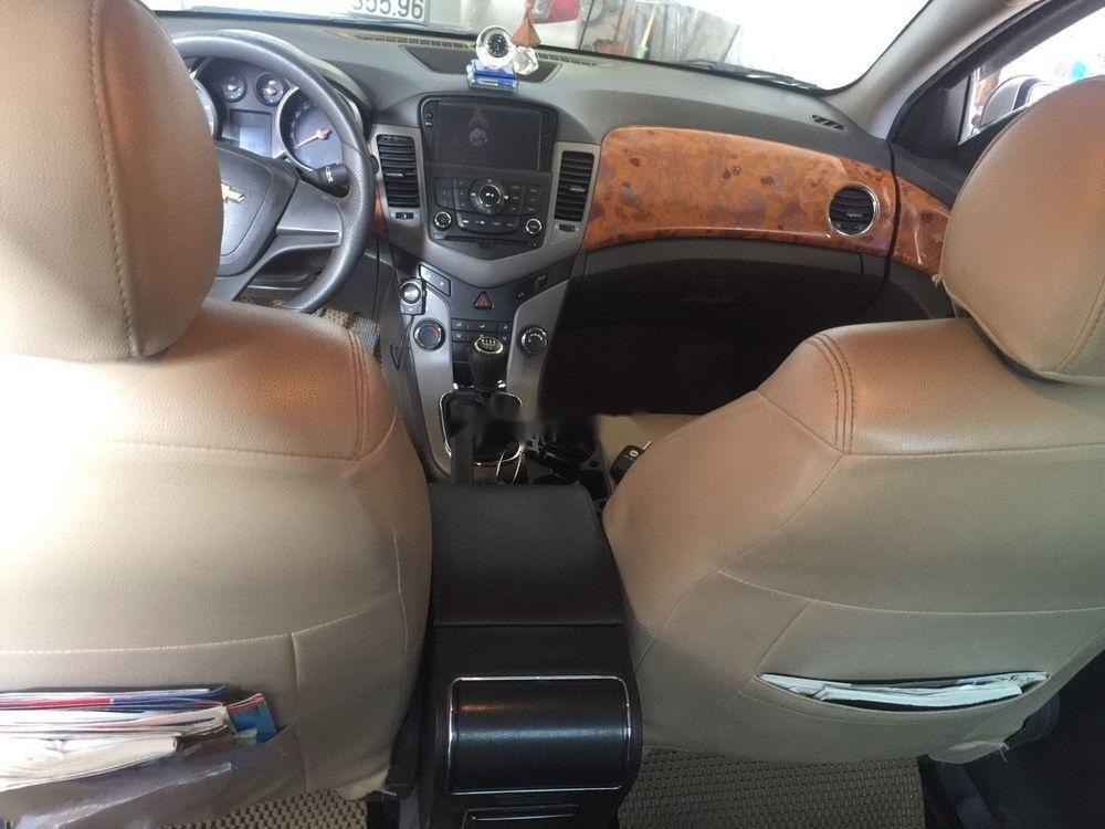 Cần bán Chevrolet Cruze năm 2010, giá chỉ 260 triệu, số sàn (7)