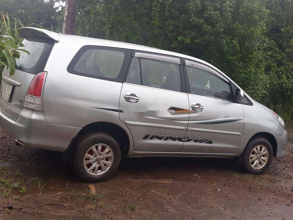 Cần bán gấp Toyota Innova đời 2008, màu bạc chính chủ (1)