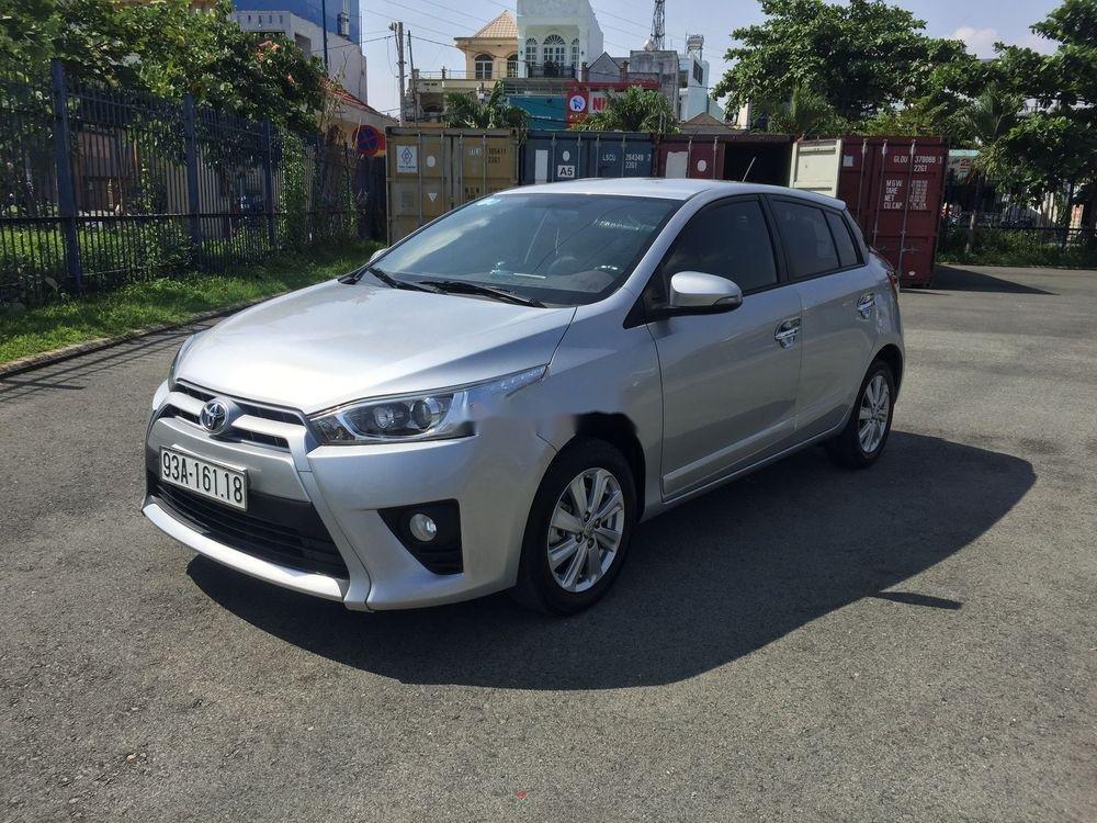 Cần bán lại xe Toyota Yaris AT đời 2017, màu bạc (2)
