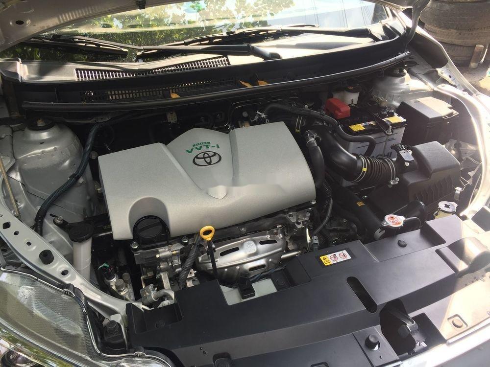 Cần bán lại xe Toyota Yaris AT đời 2017, màu bạc (8)