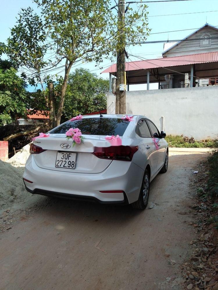 Bán Hyundai Accent đời 2018, màu trắng, chính chủ (11)