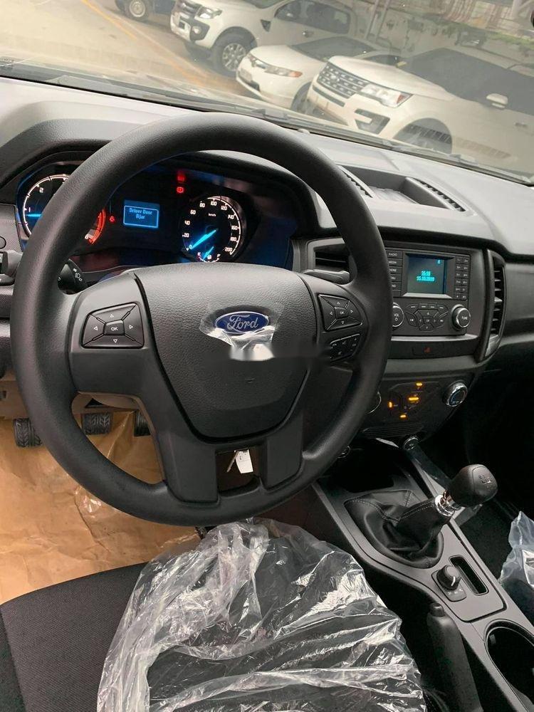 Cần bán gấp Ford Ranger đời 2019, màu đen, xe nhập (2)
