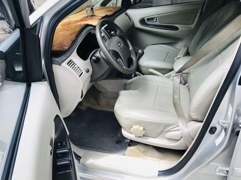 Bán Toyota Innova năm sản xuất 2015, màu bạc, 545 triệu (11)