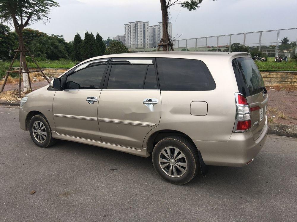 Cần bán lại xe Toyota Innova E sản xuất 2015, giá tốt (1)