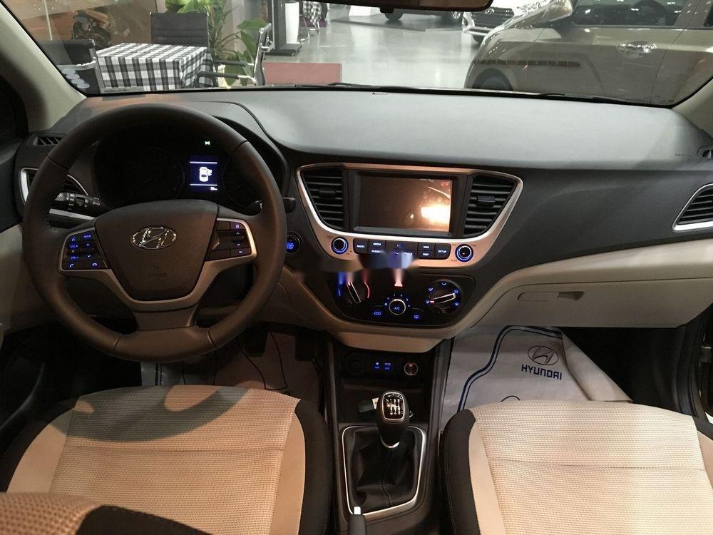 Bán xe Hyundai Accent năm sản xuất 2019, màu vàng cát. Giao ngay (3)