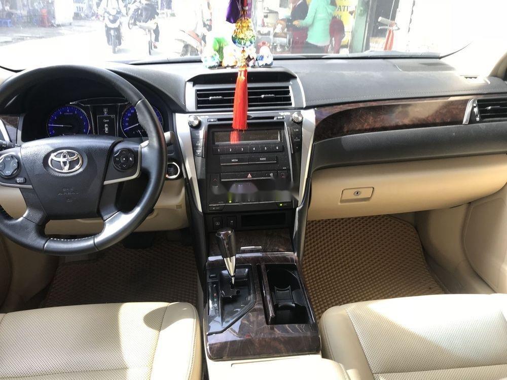 Cần bán Toyota Camry 2.0E sản xuất năm 2016, màu đen xe gia đình, 778 triệu (8)