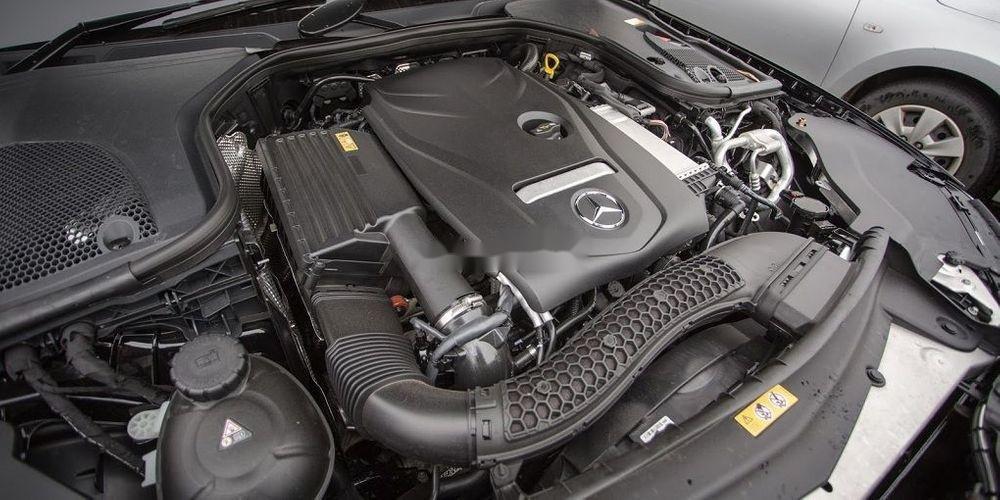 Bán xe Mercedes E200 sản xuất 2018, màu đen (9)