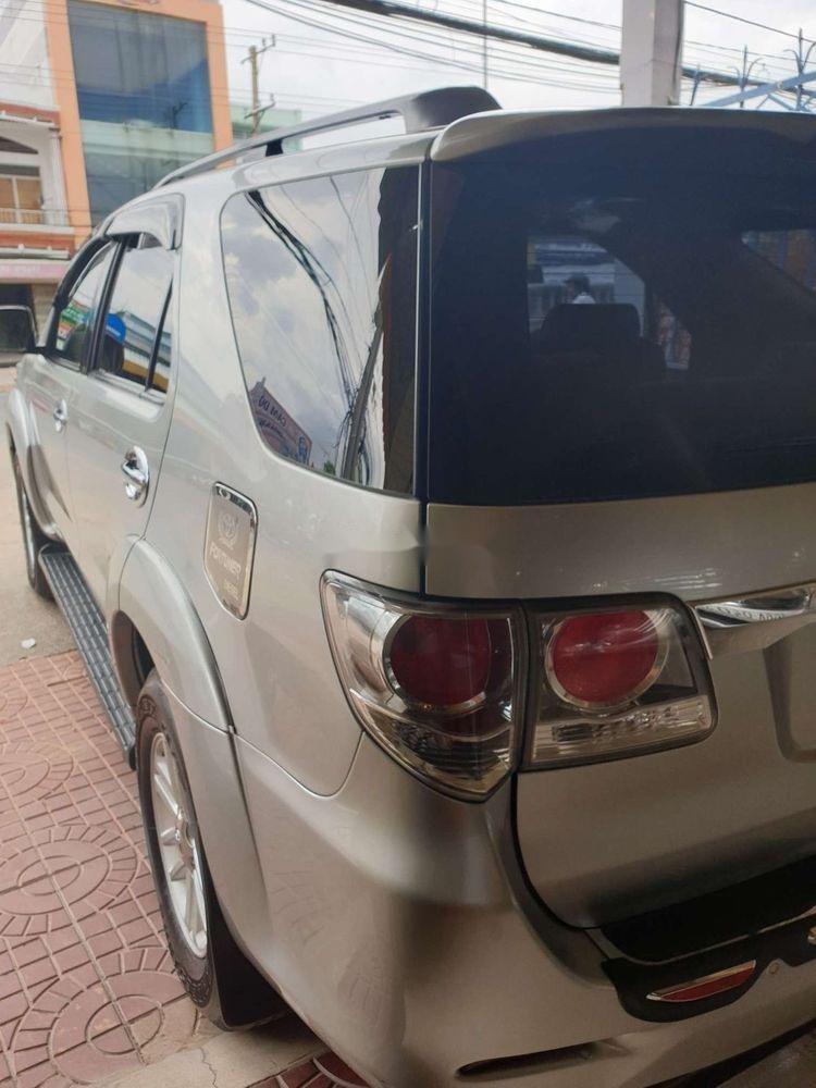 Bán xe Toyota Fortuner GMT sản xuất 2013, màu bạc xe gia đình (4)