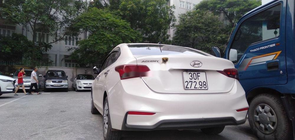 Bán Hyundai Accent đời 2018, màu trắng, chính chủ (9)