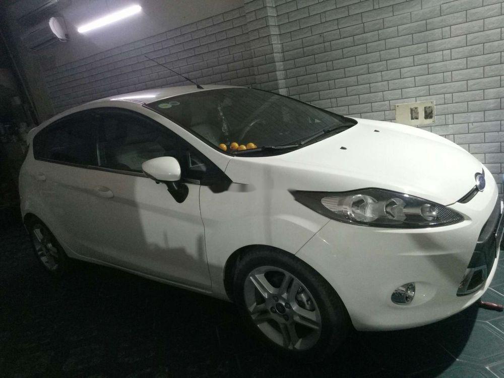 Cần bán lại xe Ford Fiesta sản xuất 2012, màu trắng, giá tốt (1)