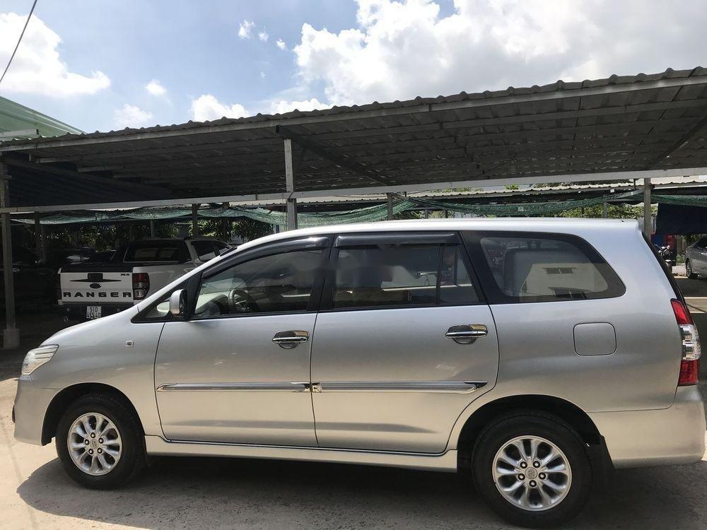 Cần bán xe cũ Toyota Innova sản xuất năm 2014, màu bạc, chính chủ (3)