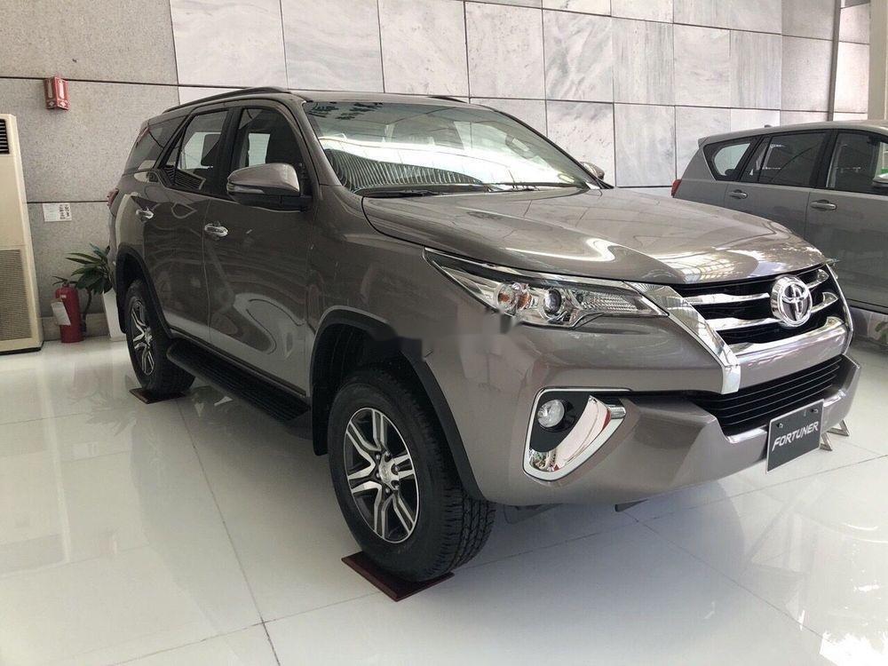 Cần bán xe Toyota Fortuner đời 2019, giá tốt (2)