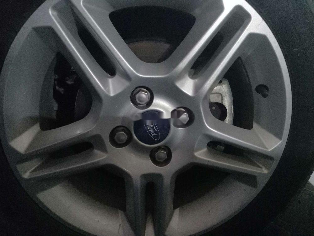 Cần bán lại xe Ford Fiesta sản xuất 2012, màu trắng, giá tốt (3)