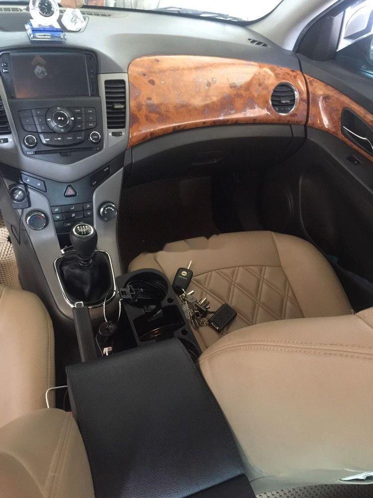 Cần bán Chevrolet Cruze năm 2010, giá chỉ 260 triệu, số sàn (4)