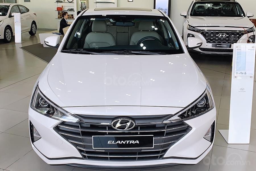 Bán xe Hyundai Elantra 2019 1. 6 AT giá 630 triệu, cơ hội trúng 100 triệu khi mua xe, xe mới 100% (1)