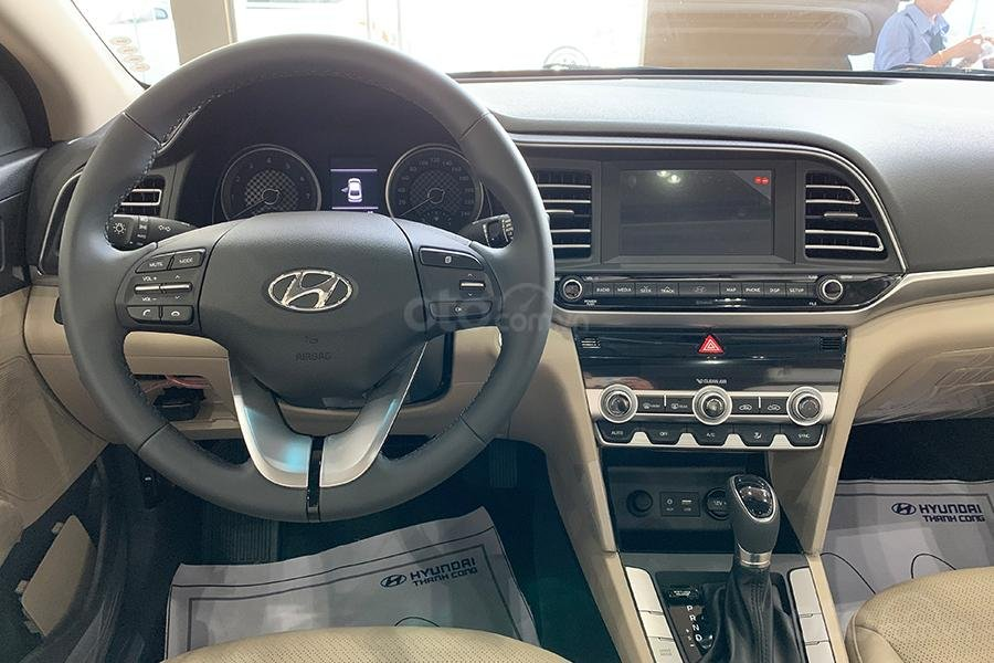 Bán xe Hyundai Elantra 2019 1. 6 AT giá 630 triệu, cơ hội trúng 100 triệu khi mua xe, xe mới 100% (5)