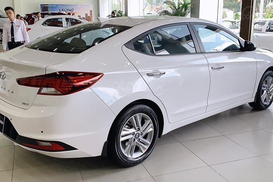 Bán xe Hyundai Elantra 2019 1. 6 AT giá 630 triệu, cơ hội trúng 100 triệu khi mua xe, xe mới 100% (3)