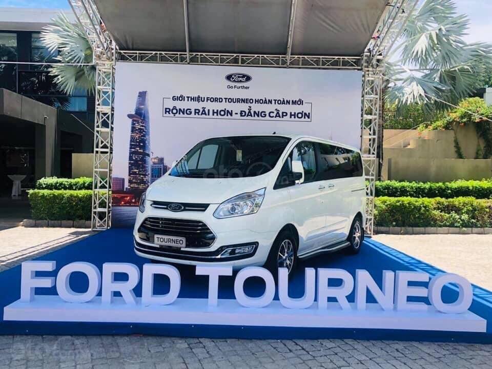 Bán Ford Tourneo đủ màu giao ngay - nhiều ưu đãi hấp dẫn (1)