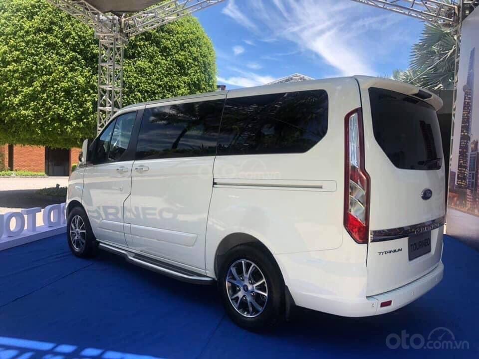Bán Ford Tourneo đủ màu giao ngay - nhiều ưu đãi hấp dẫn (2)
