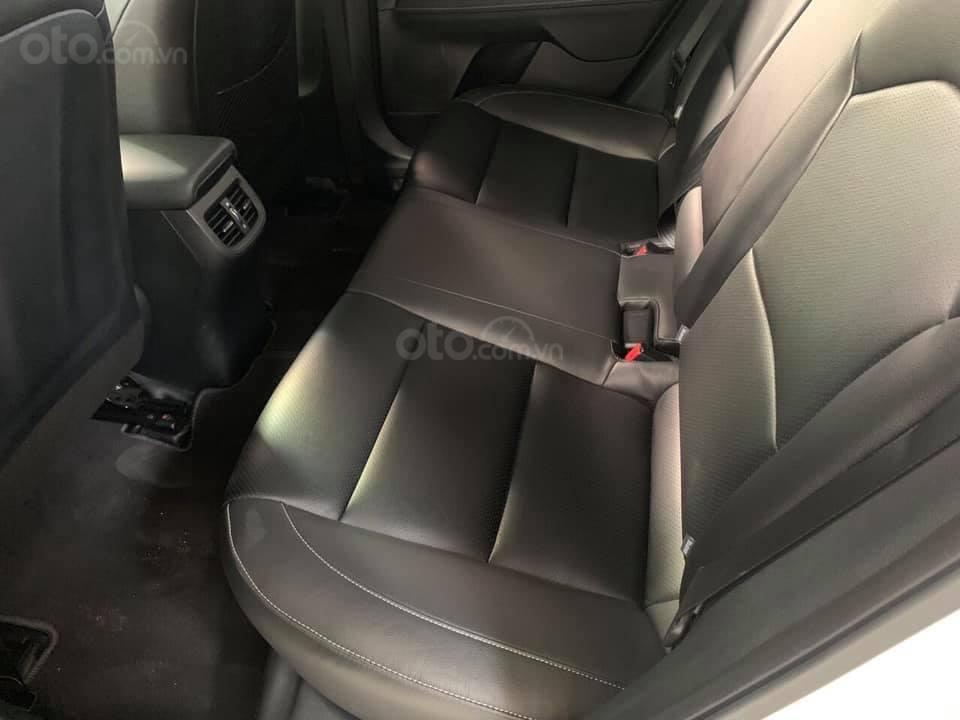 Bán xe Kia Cerato form mới, sản xuất năm 2018, đăng ký 2019, số sàn, màu trắng, 538 triệu (8)
