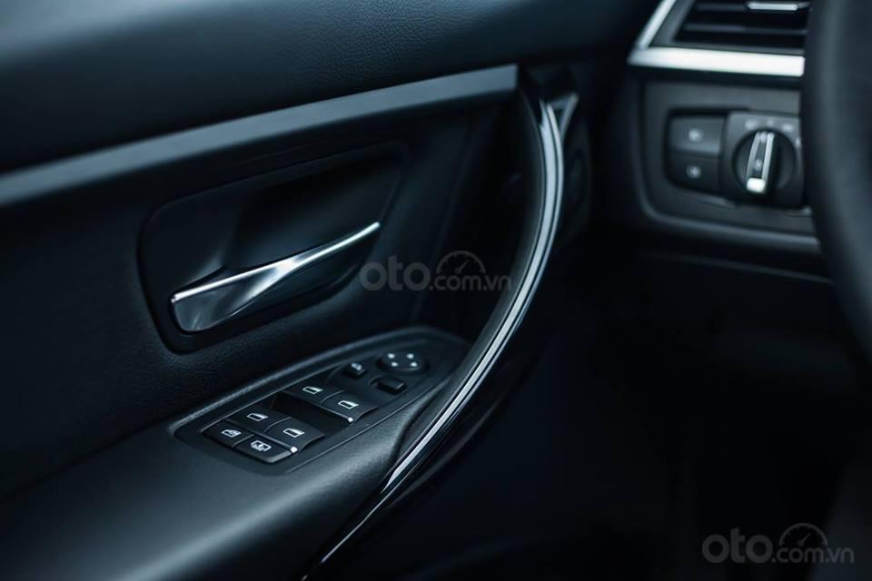 BMW 320i khuyến mãi 270 triệu trong tháng 11 (10)