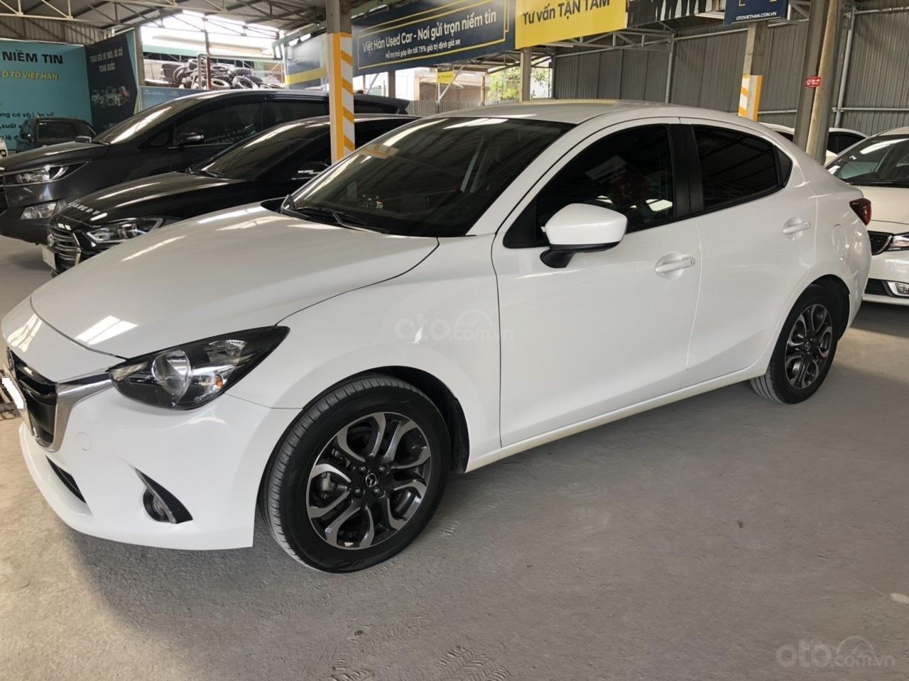 Bán Mazda 2 sản xuất năm 2017, màu trắng, số tự động, xe bao đẹp (2)
