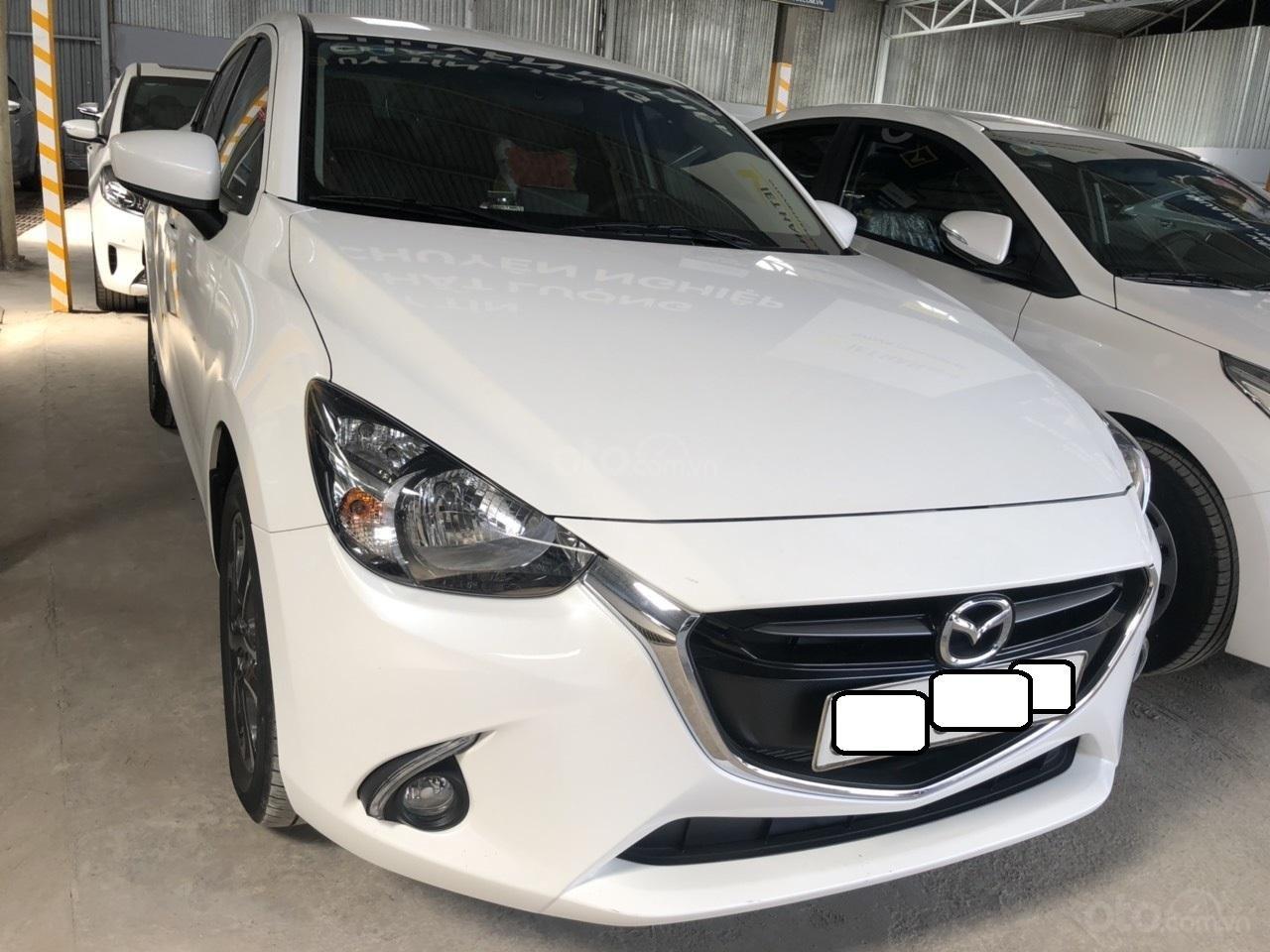 Bán Mazda 2 sản xuất năm 2017, màu trắng, số tự động, xe bao đẹp (4)