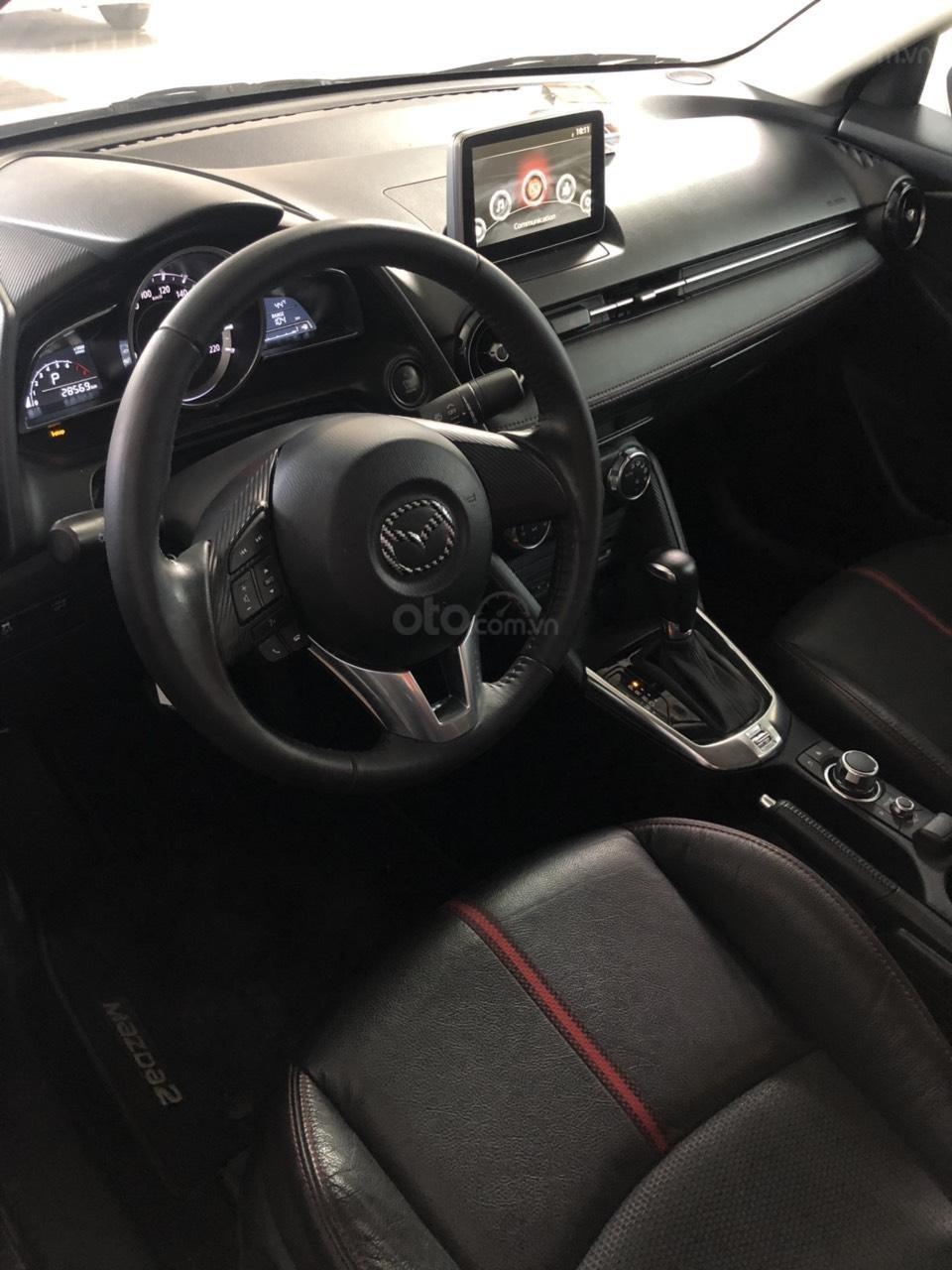 Bán Mazda 2 sản xuất năm 2017, màu trắng, số tự động, xe bao đẹp (12)