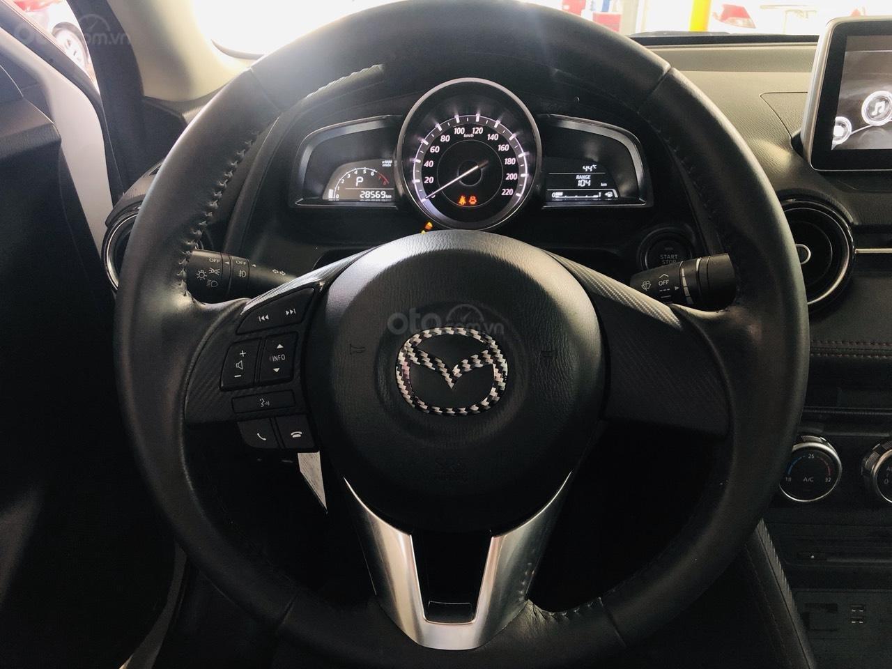 Bán Mazda 2 sản xuất năm 2017, màu trắng, số tự động, xe bao đẹp (13)