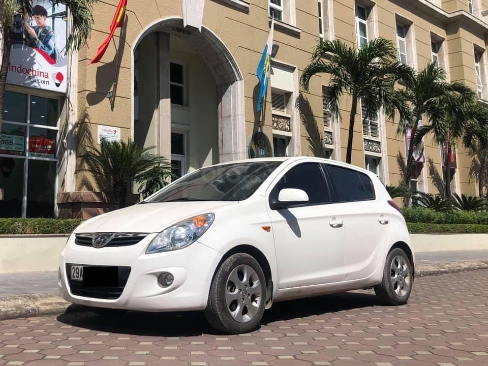 Bán Hyundai i20 1.4AT sản xuất 2012, màu trắng, xe nhập, giá tốt (1)