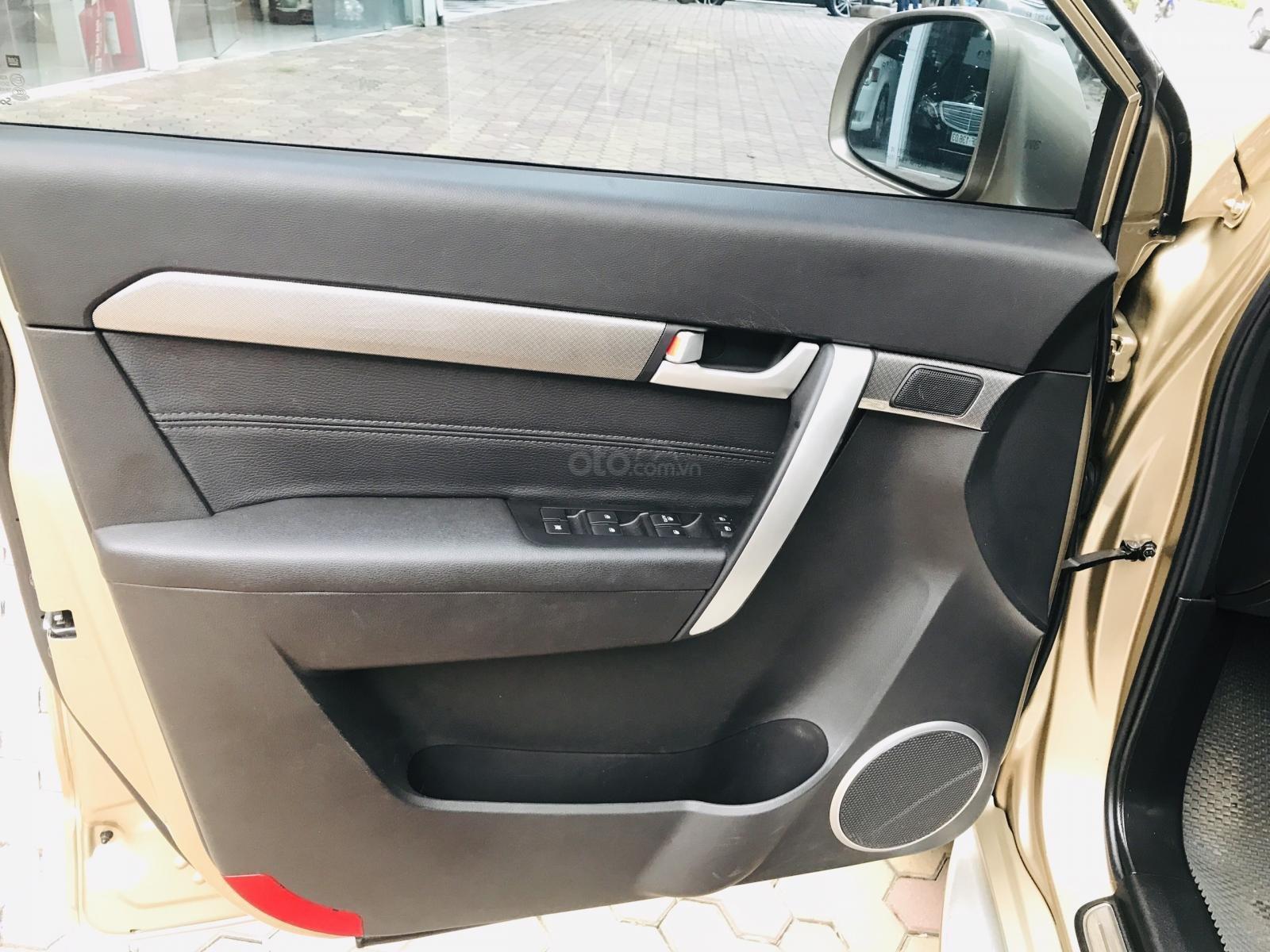 Cần bán Chevrolet Captiva LTZ sản xuất 2017, màu vàng, số tự động (14)