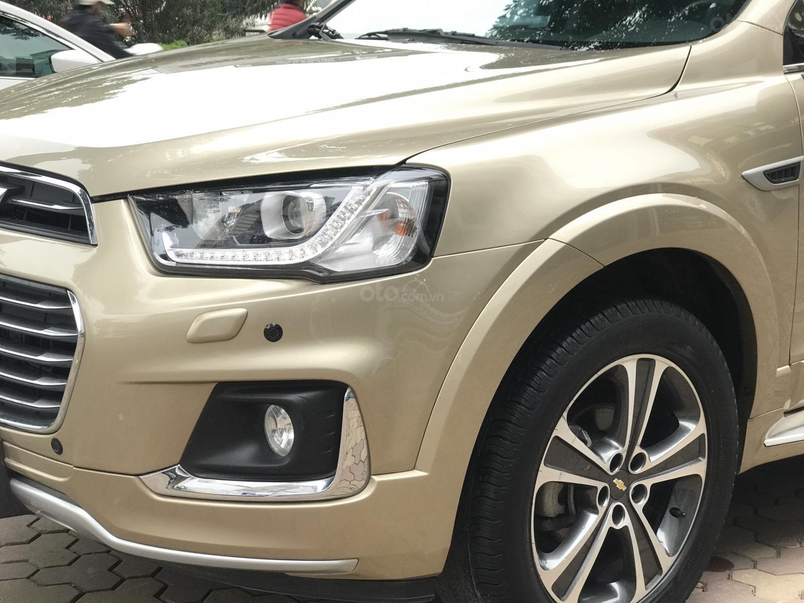 Cần bán Chevrolet Captiva LTZ sản xuất 2017, màu vàng, số tự động (5)