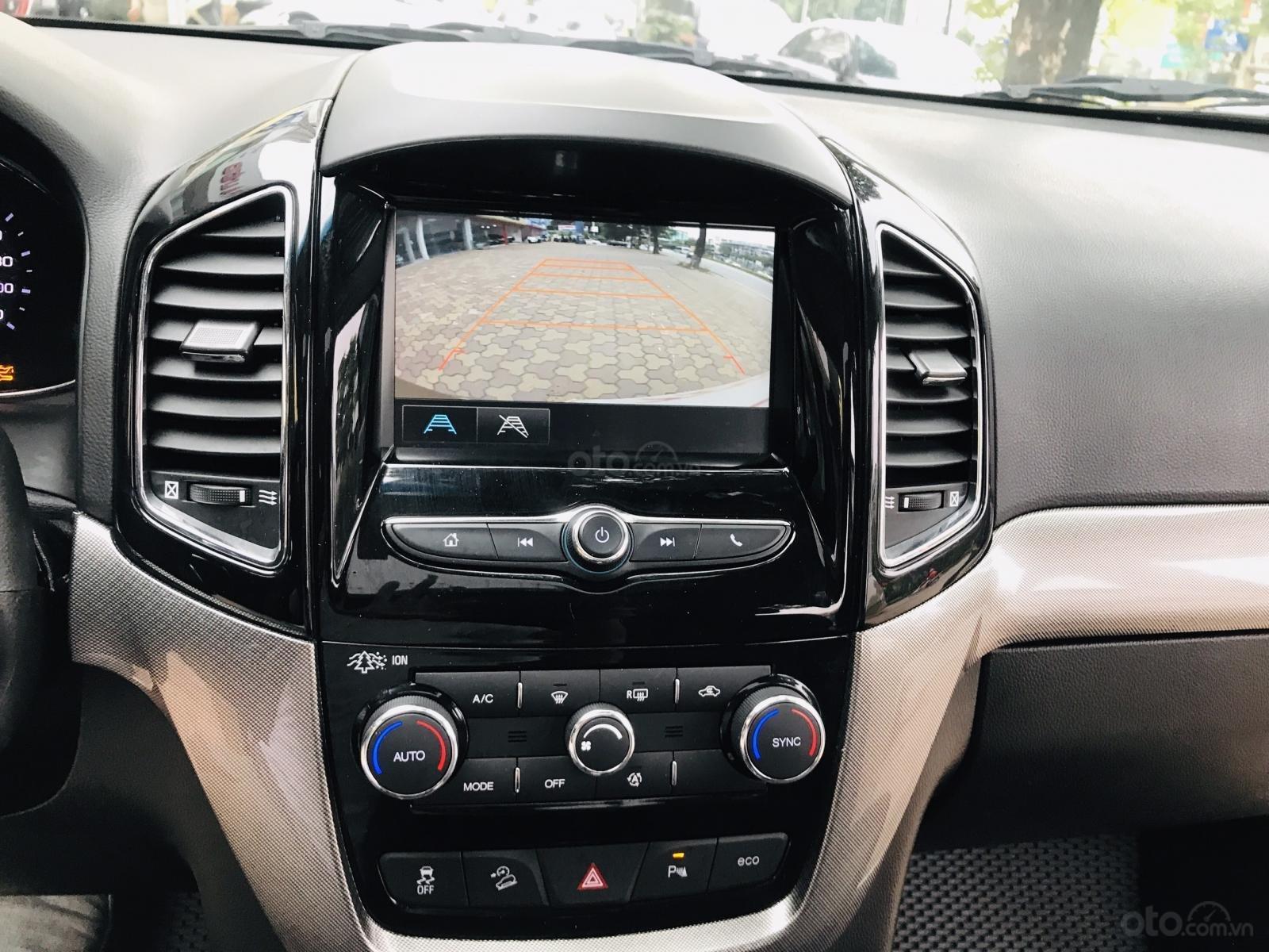 Cần bán Chevrolet Captiva LTZ sản xuất 2017, màu vàng, số tự động (20)