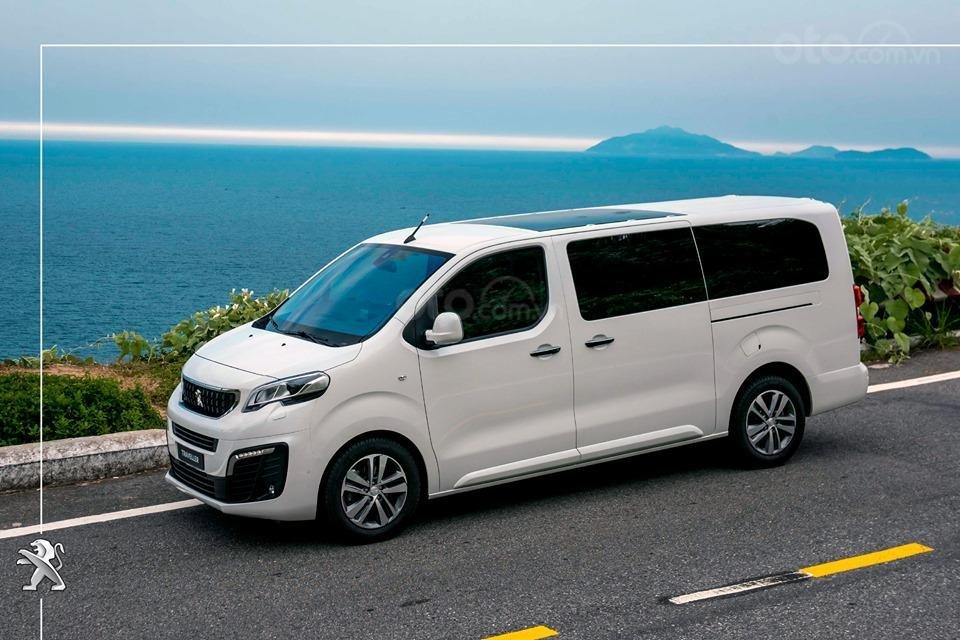 Bán Peugeot Traveller 2019 giá ưu đãi (2)