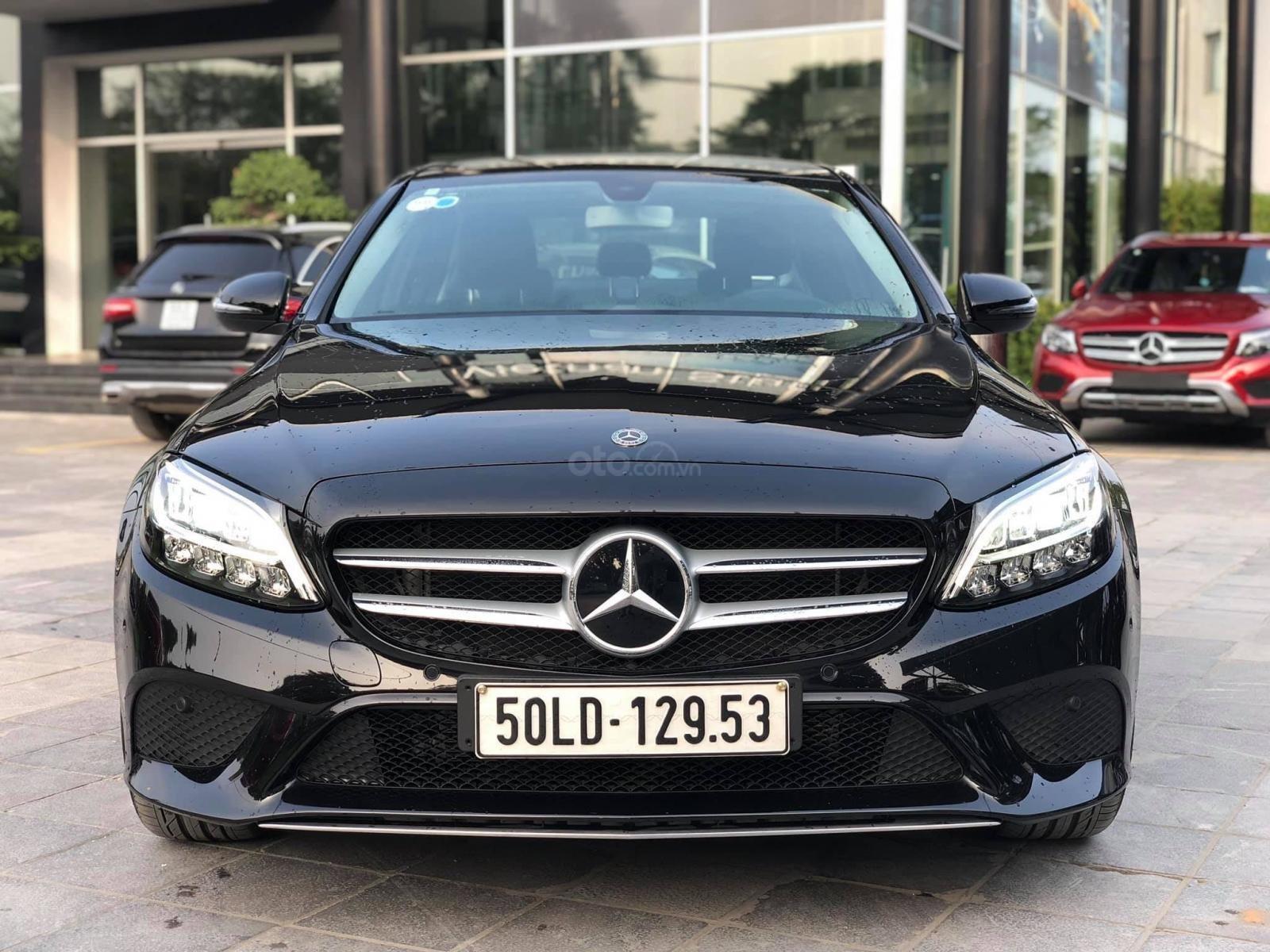Cần bán gấp Mercedes-Benz C class đăng ký lần đầu 2019, màu đen, chính chủ, giá tốt 1 tỷ 400 triệu đồng (1)