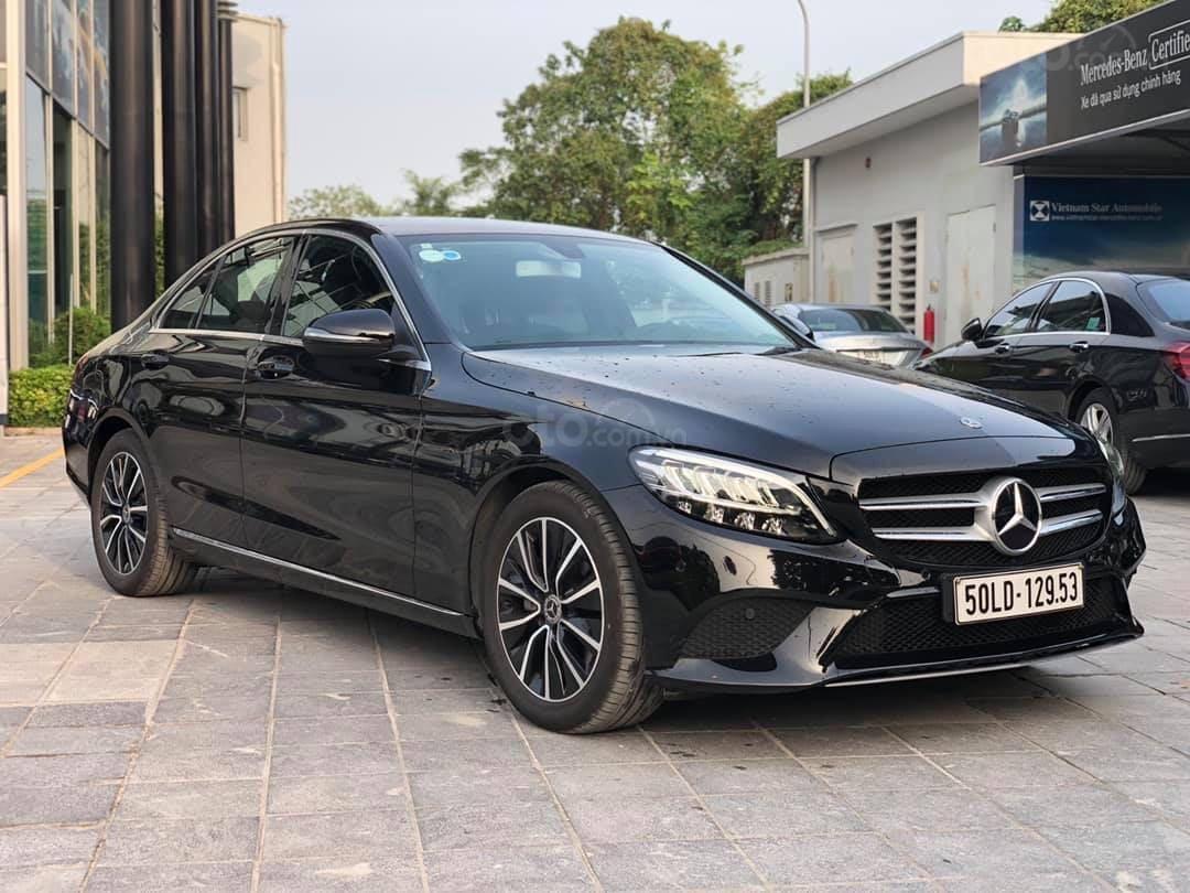 Cần bán gấp Mercedes-Benz C class đăng ký lần đầu 2019, màu đen, chính chủ, giá tốt 1 tỷ 400 triệu đồng (3)