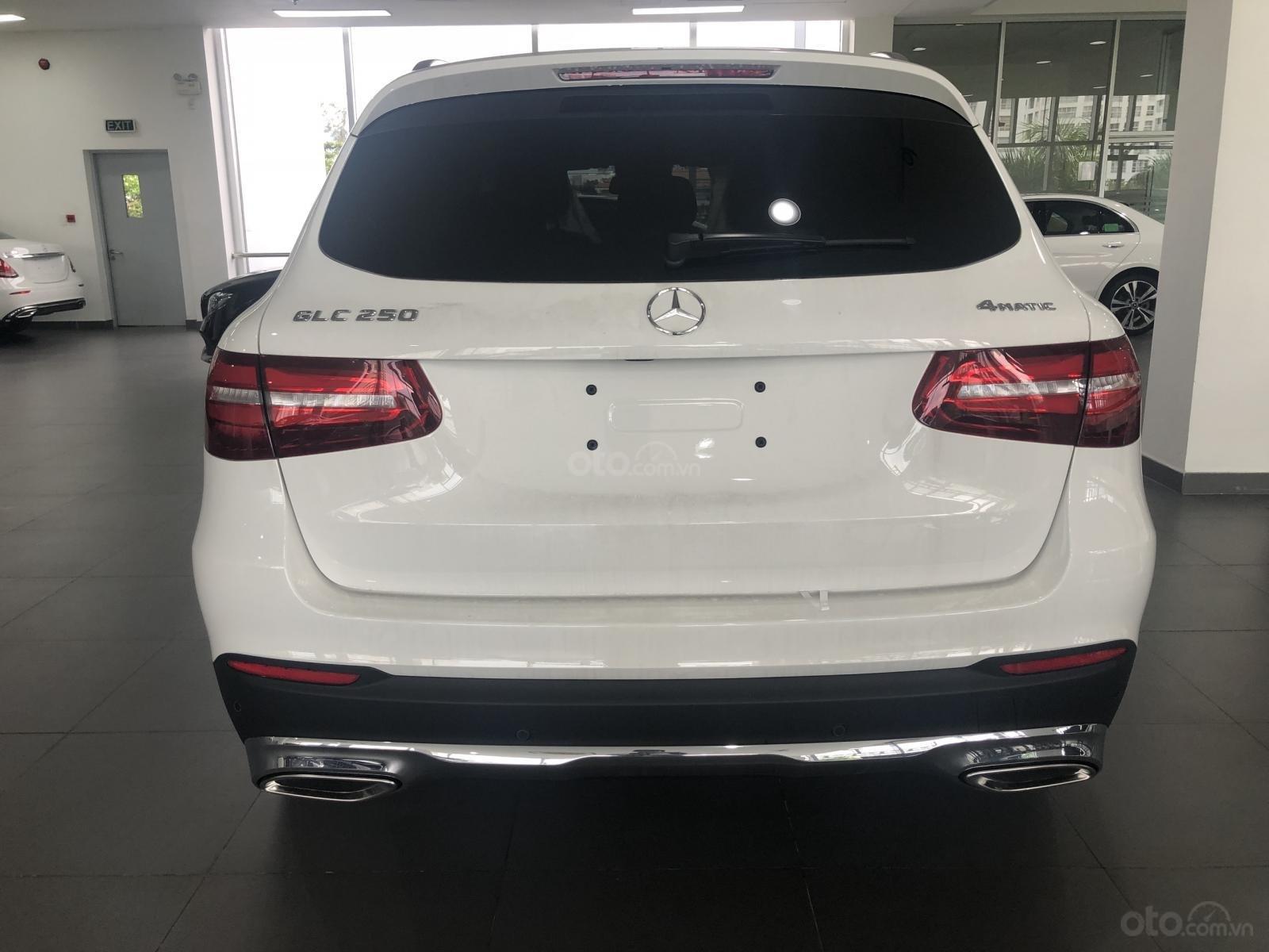 Bán Mercedes GLC250 2019 ưu đãi tốt xe giao ngay tại Mercedes Phú Mỹ Hưng (10)