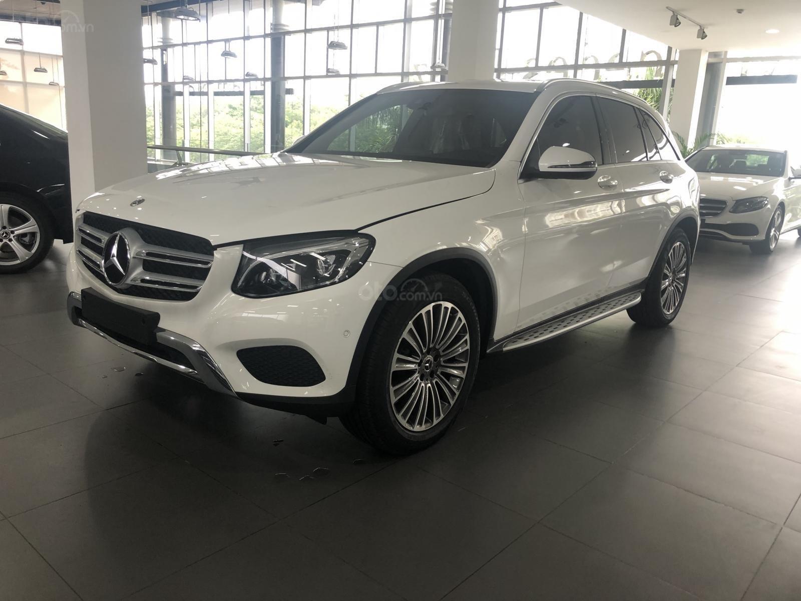 Bán Mercedes GLC250 2019 ưu đãi tốt xe giao ngay tại Mercedes Phú Mỹ Hưng (2)