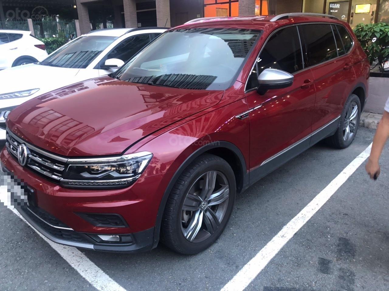 Lên đời bán SUV 7 chỗ VW Tiguan Highline đỏ rượu vang, đăng ký 2019, đi mới 15.000km (1)
