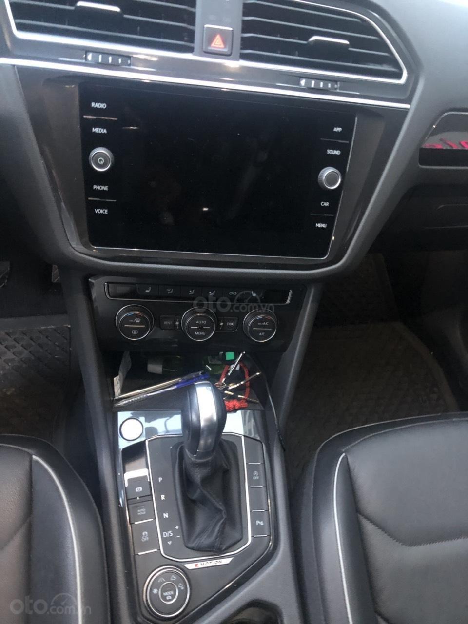 Lên đời bán SUV 7 chỗ VW Tiguan Highline đỏ rượu vang, đăng ký 2019, đi mới 15.000km (9)