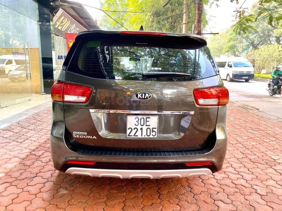 Bán xe Kia Sedona 2.2 DATH năm 2016, màu nâu, nhập khẩu nguyên chiếc, giá cạnh tranh (5)